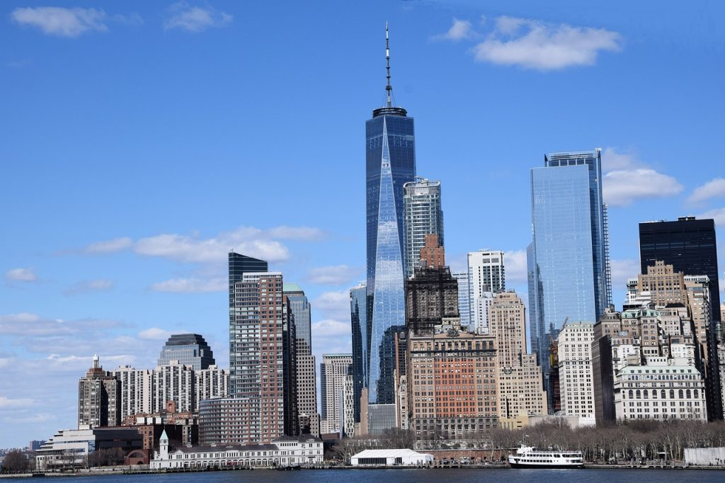 Die Skyline von New York mit dem One World Trade Center